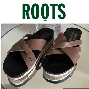 ROOTS Leather Sandals Slides size 8 Brown